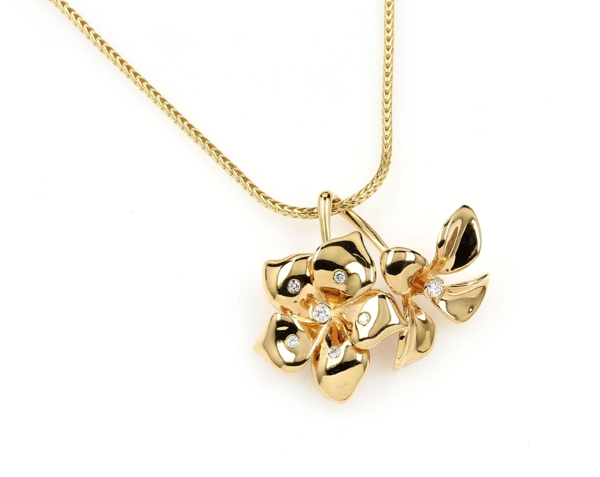 18 kt Gold LÜTH BIJOUX Blütenanhänger mit Brillanten, GG 750/000, naturalistische Darstellung, 7