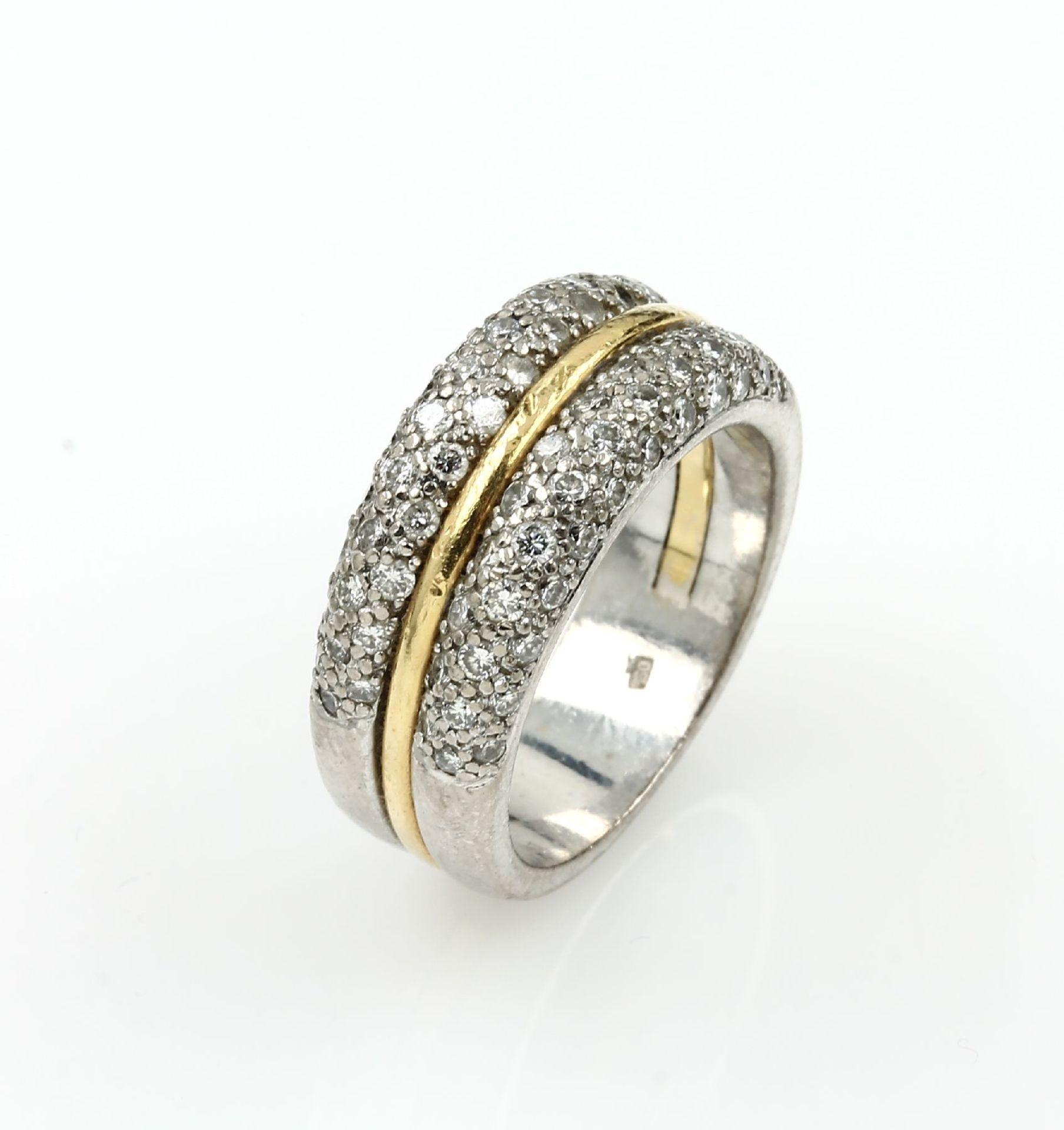 18 kt Gold Ring mit Brillanten, GG/WG 750/ 000, Brillanten zus. ca. 1.0 ct Weiß- l.get.Weiß/si, RW