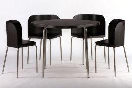 Tisch mit 4 Stühlen, im Bauhausstil, 1970/80, Tischplatte u. gebogene Rückenlehnen Eiche furniert u.