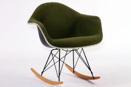 """Eames Fiberglass Armchair RAR, """"Vitra"""", Design by Charles & Ray Eames von 1950, die Schalenstühle"""