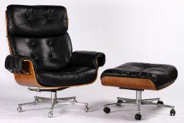 Lounge Chair & Ottoman, um 1970/80, schwarze Lederbezüge mit Knopfheftung, Schalen Nussbaum,