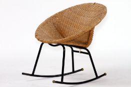 Schaukelstuhl, um 1960/70, Sitzschale aus Korbgeflecht (Rattan), Untergestell Metall schwarz