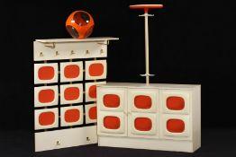 4-teiliges Konvolut, Space Age, 1970er-Jahre, bestehend aus Wandgarderobe, Garderobenständer,