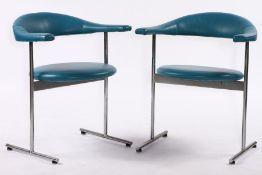 Paar Armlehnstühle, um 1965/70, verchromter Metallrahmen stabil verschweißt, Rückenteil u. Sitz