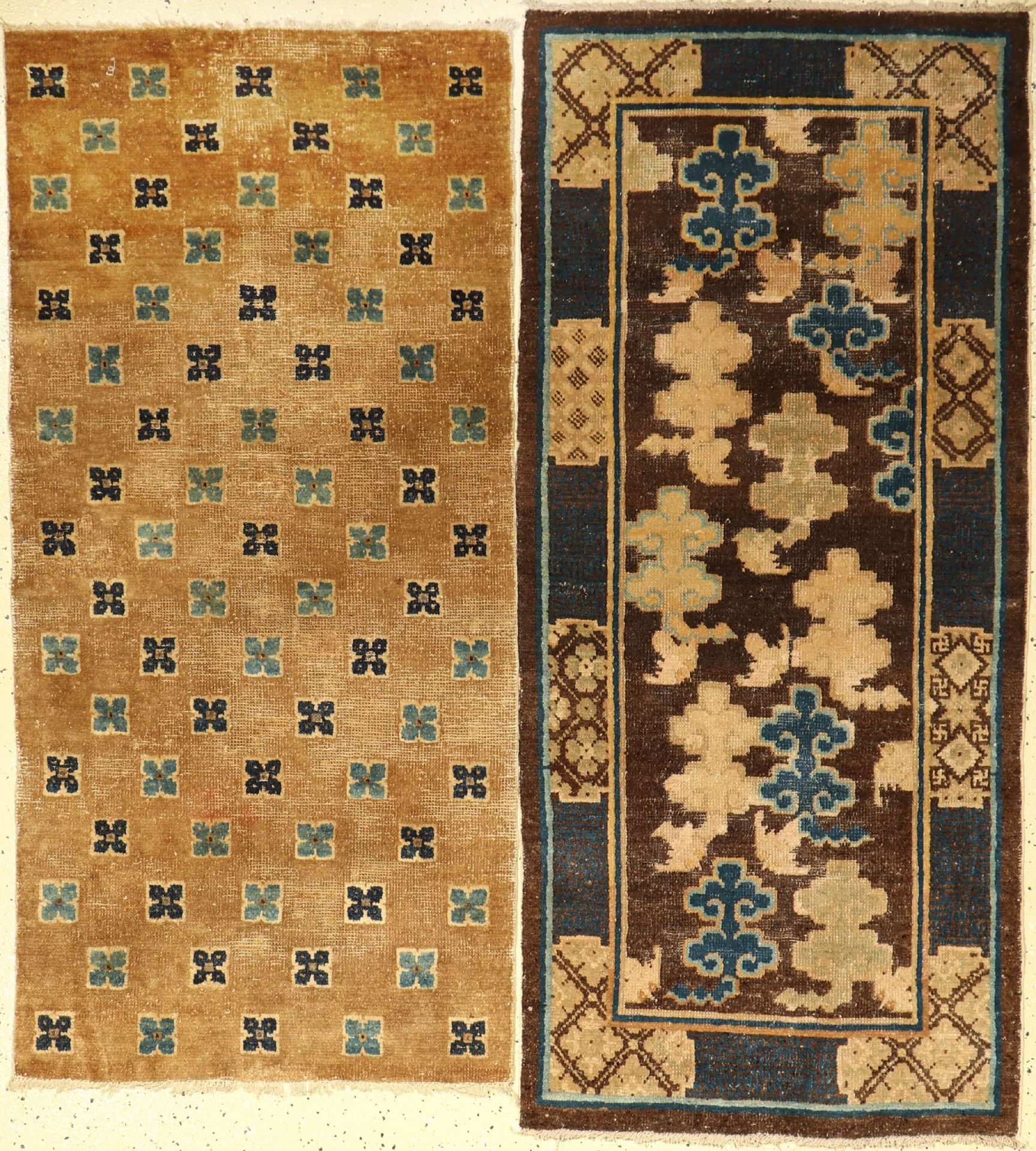(2 Lots) Chinesische Teppiche antik, China, 19.Jhd., Wolle/Baumwolle, aus der Sammlung Koos de