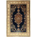 Ghom Kork alt, Persien, ca. 60 Jahre, Korkwolle mit Seide, ca. 213 x 141 cm, Seiden Medaillon,