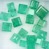 Lot 20 lose facett. Smaragde zus. 18.02 ct, überwiegend Karree, in versch. Farbnuancen