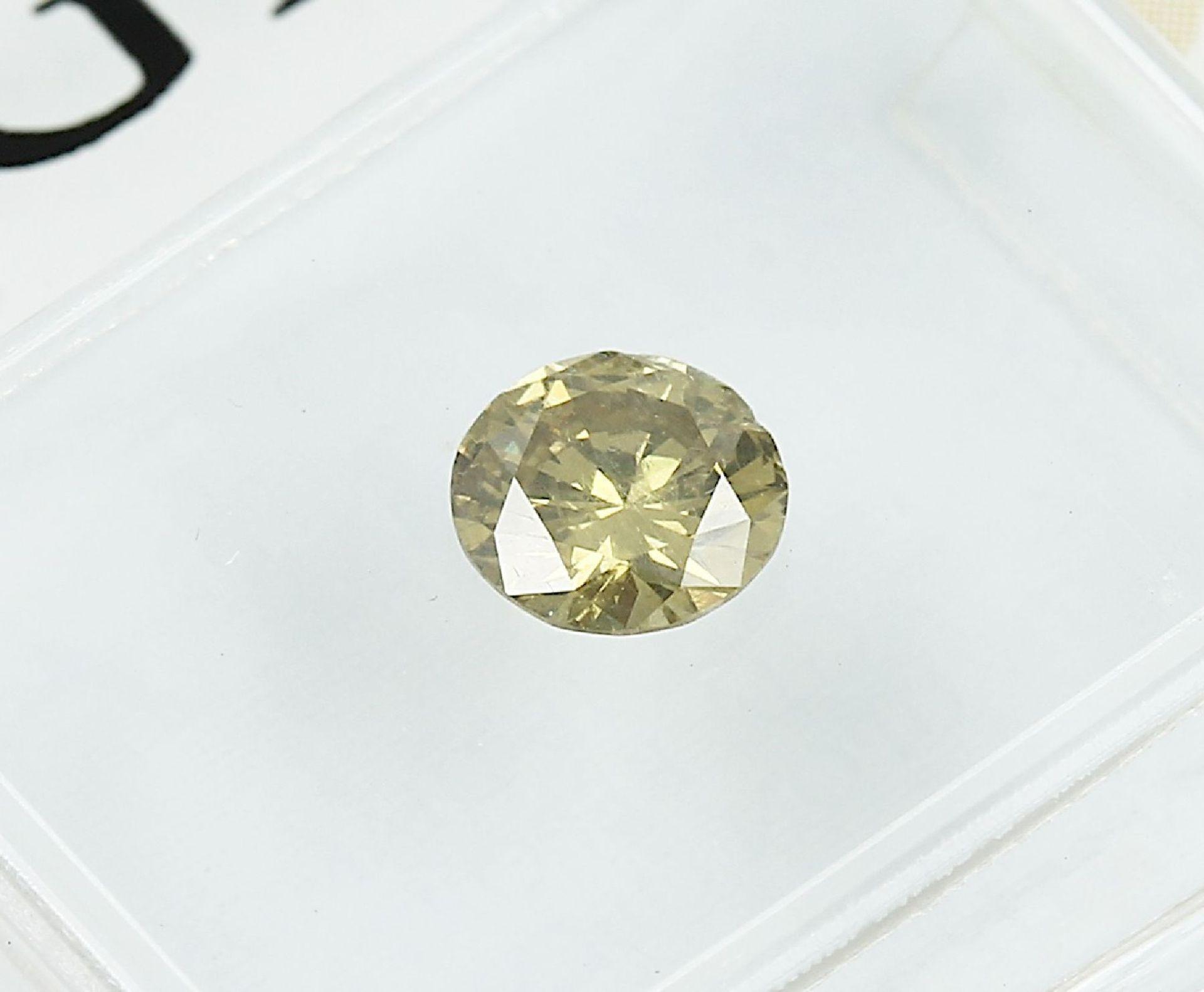 Loser Brillant, 0.49 ct Natural fancy deep brownish greenish yellow, 5.12-5.25 x 2.98 mm, - Bild 2 aus 3