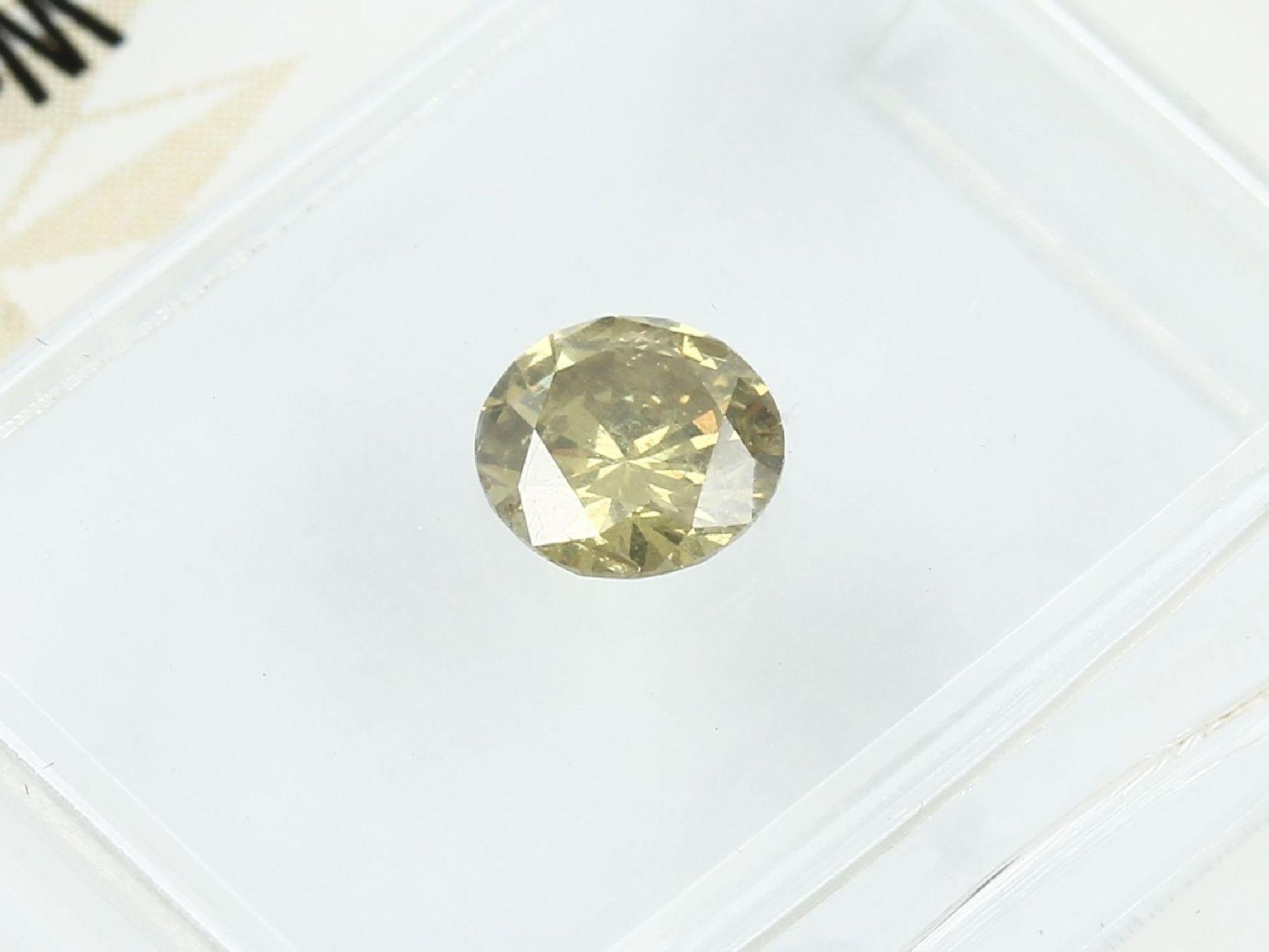 Loser Brillant, 0.49 ct Natural fancy deep brownish greenish yellow, 5.12-5.25 x 2.98 mm, - Bild 3 aus 3