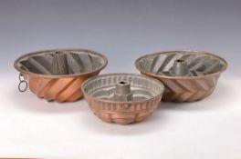 3 Gugelhupf-Backformen, alemannisch, um 1780, eine um 1830, Kupfer verzinnt, alle mit eingesetzten