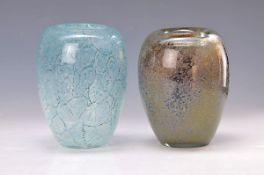 Zwei Vasen, deutsch, WMF, Entwurf Walter Dexel 1937, eiförmiger Glaskorpus, stark blasiges Glas,