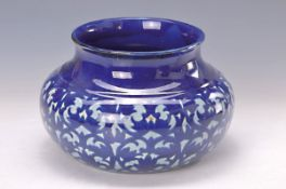 Vase, Velten Vordam, um 1920-30, Fayence, schablonierter blauer Ornamentdekor auf grauweißem