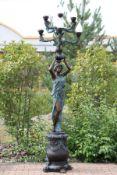 Lichtbringerin, nach antikem Vorbild, 2-tlg. zusammengesetzt, Bronze, grün changierend u. braun