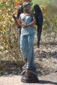Geflügelte Frau mit Mandoline, Bronze, in versch. Brauntönen u. türkisfarben patiniert, detaillierte