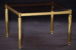 Beistelltisch, Metall, goldfarben gefasst, z.T. Messing, Beine vielfach gerieft, aufgelegte