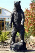 Stehender Bär, Bronze, dunkelbraun patiniert, aufmerksam neugieriger Ausdruck, imposante