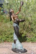 Meerjungfrau auf Delphin als Brunnenfigur, Bronze, braun, goldbraun u. grünlich patiniert, Delphin