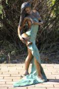 Quellnymphe als Brunnenfigur, Bronze, braun, goldbraun u. türkisfarben patiniert, elegante