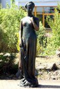 Julia, Bronze, grünlich u. goldbraun patiniert, Darstellung in Tunika nach Vorbild der Antike, auf