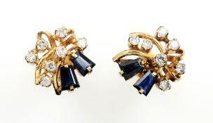 Paar 18 kt Gold Ohrstecker mit Diamanten und Saphiren, GG 750/000, 4 facett. Saphir- trapeze zus.