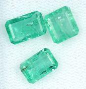 Lot 3 lose Smaragde, zus. ca. 3.69 ct, rechteckig