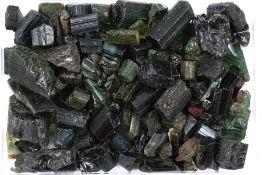 Lot lose Turmalin-Kristalle, zus. ca. 770 g, überwiegend