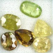 Lot 6 Sphene, zus. ca. 12 ct, Grünlich, gelb und Braun,