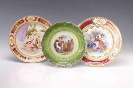 Drei Prunkteller, Dresden, um 1900, 1x bunte Bemalung: im