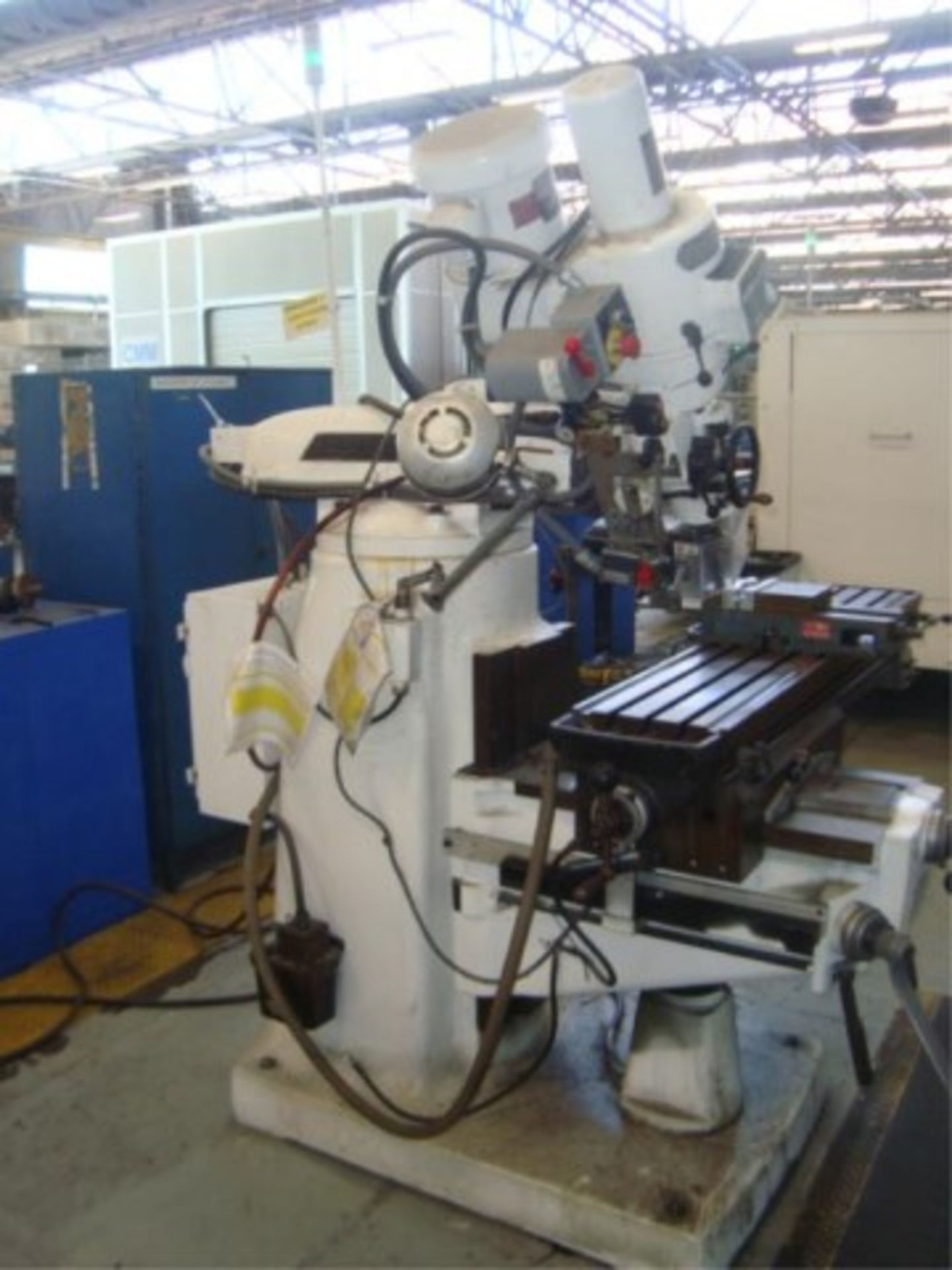 Lot 143 - Vertical Milling Machine