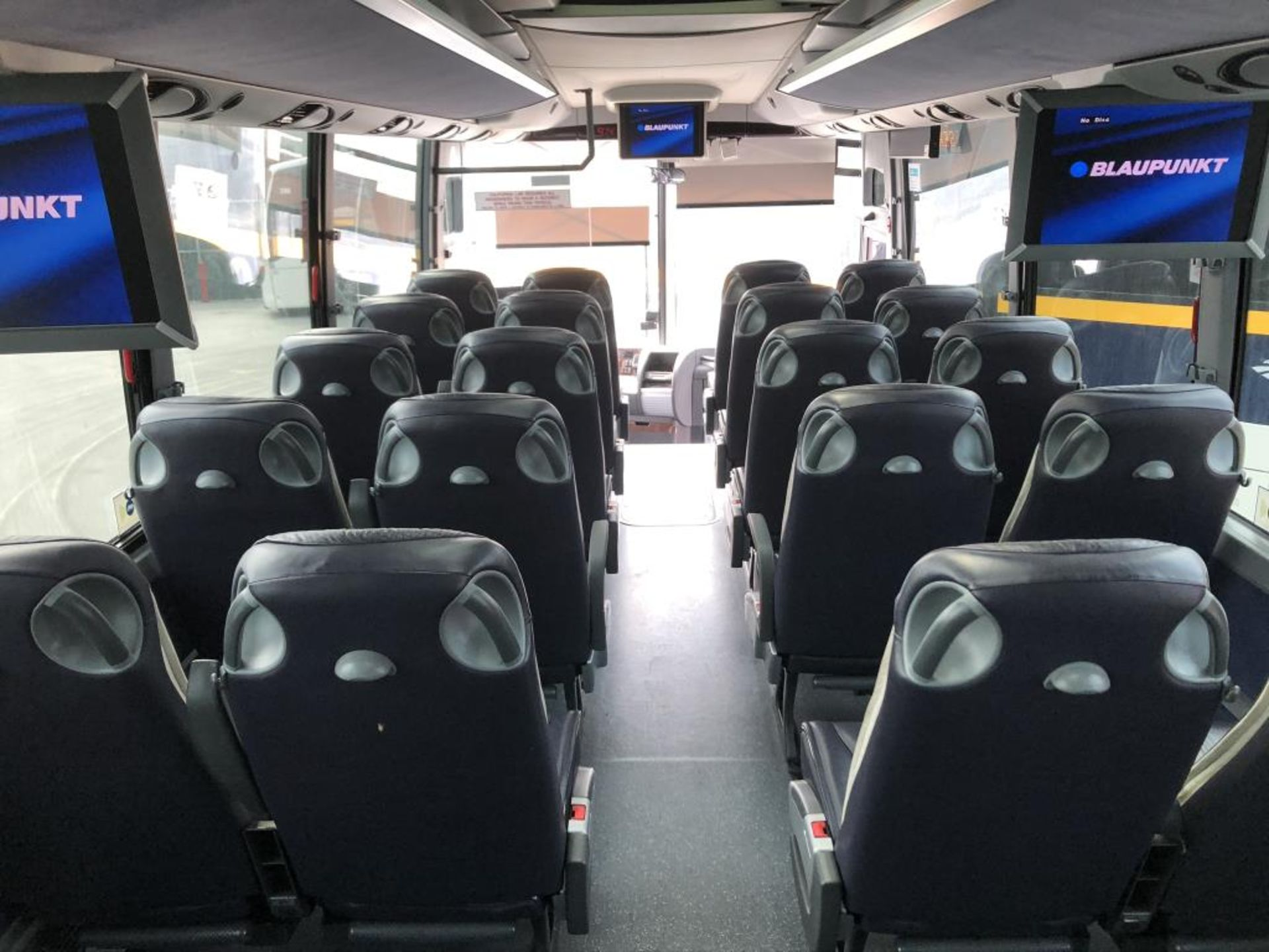 Motor Coach - Image 11 of 14