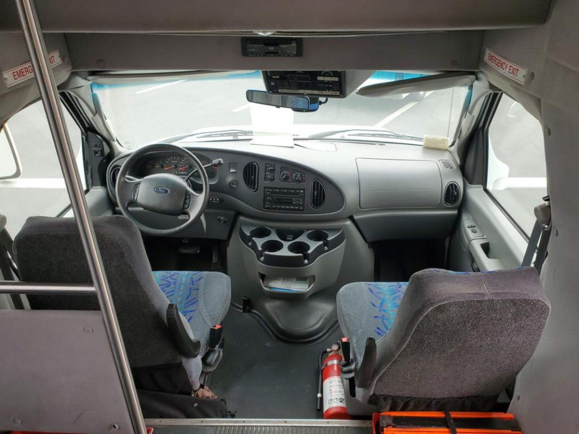 FORD E450 Turtle Top Shuttle Bus - Image 6 of 15