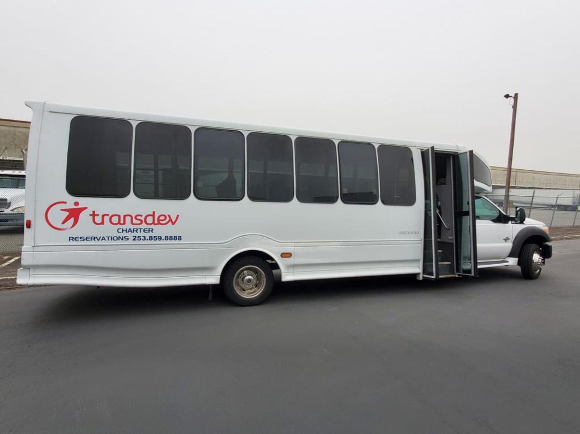 Lot 201 - FORD F550 Turtle Top Shuttle Bus