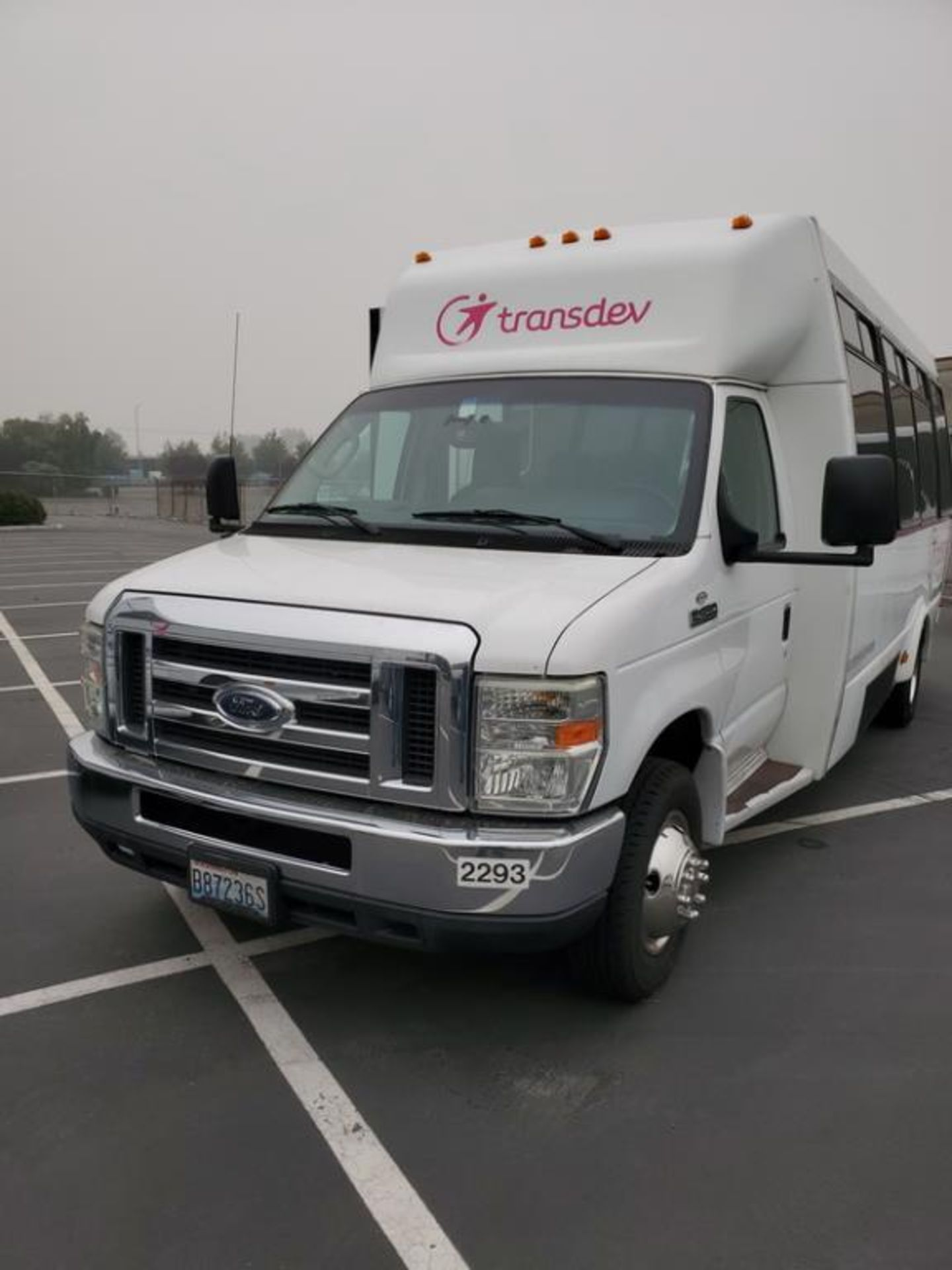Lot 206 - FORD E450 Starcraft Shuttle Bus
