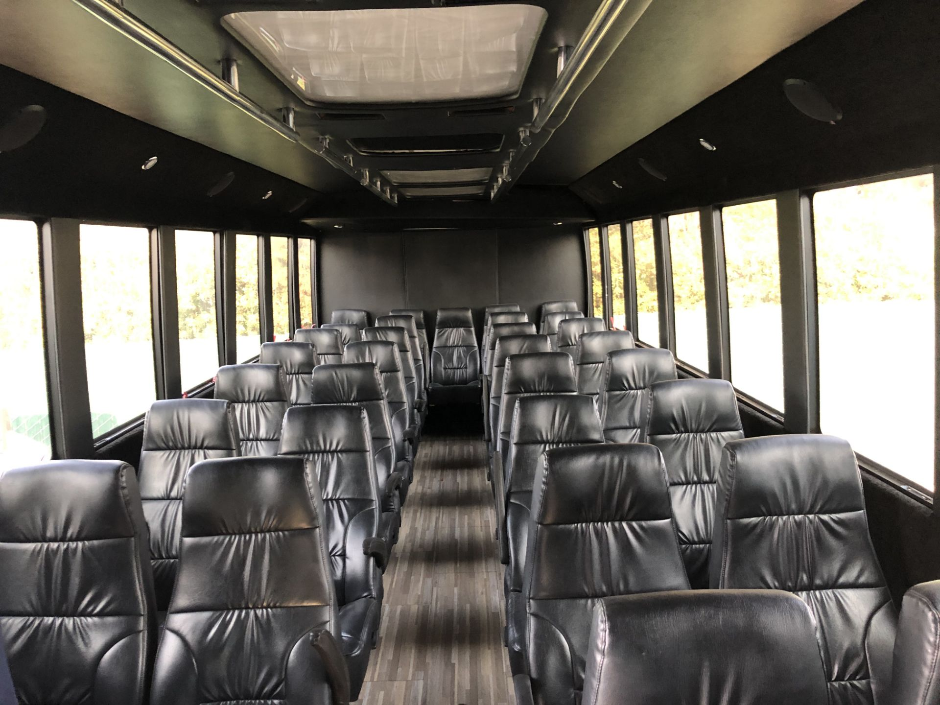 Ford F550 Shuttle Bus - Image 4 of 6