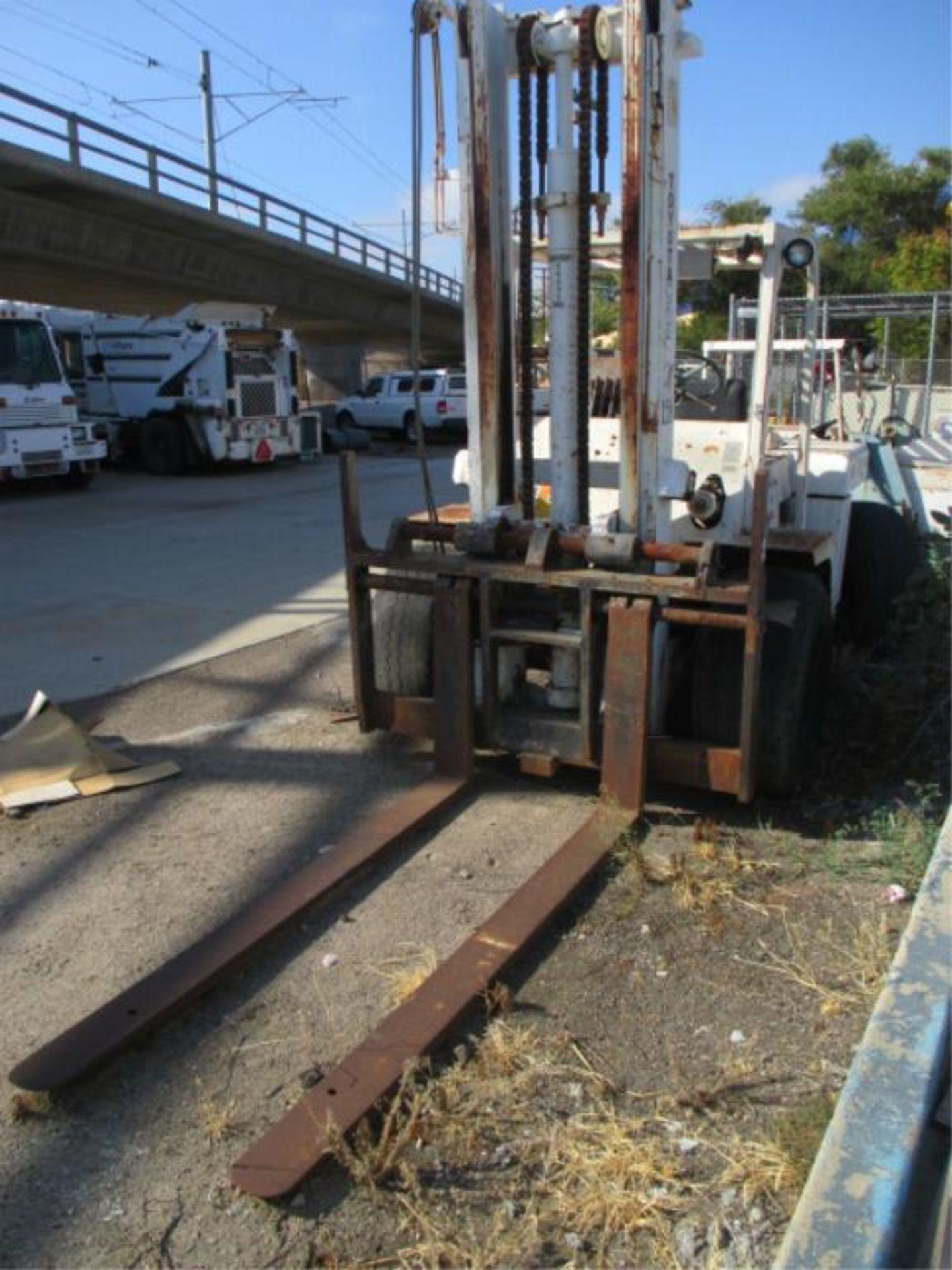 Forklift - Image 2 of 7