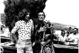 SALVADOR DALI. 1904-1989. A set of 3 vintage photographs - 1) Meeting of Dalí with [...]