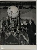 SALVADOR DALI. 1904-1989. A set of 3 vintage photographs. - 1967-1976. - Starting [...]