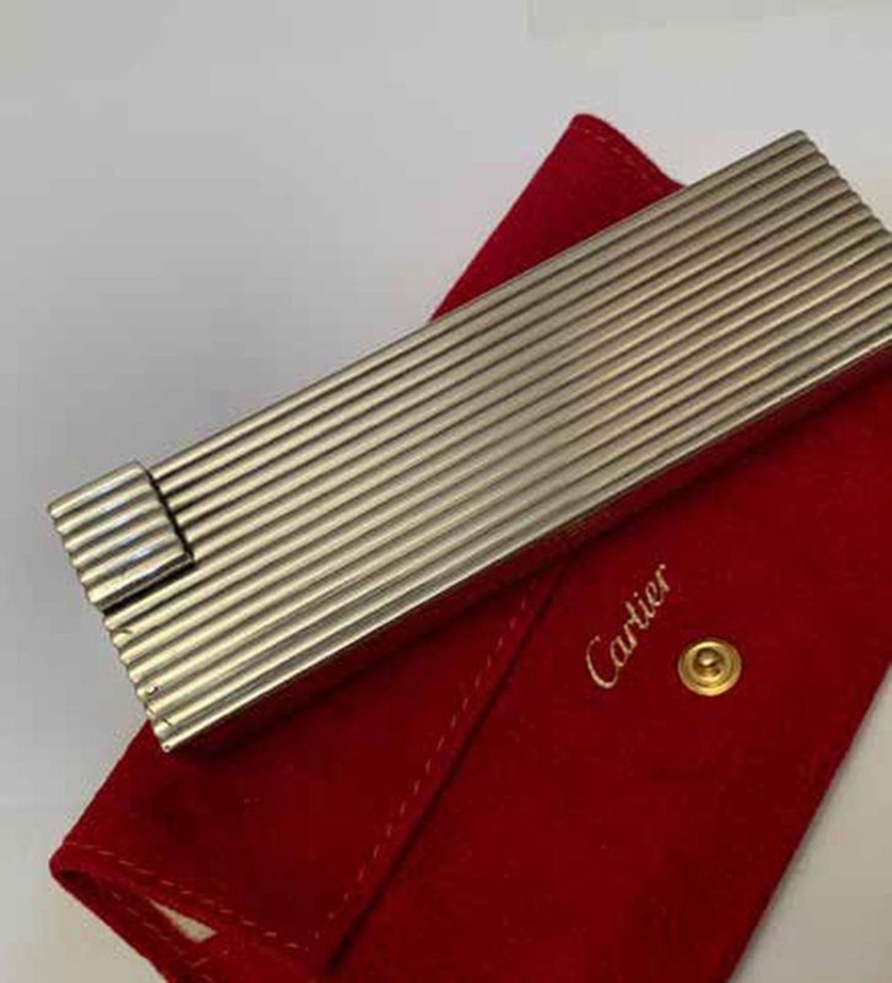 Reeded silver table lighter, Cartier - Signed Cartier Paris, French [...] - Bild 4 aus 4
