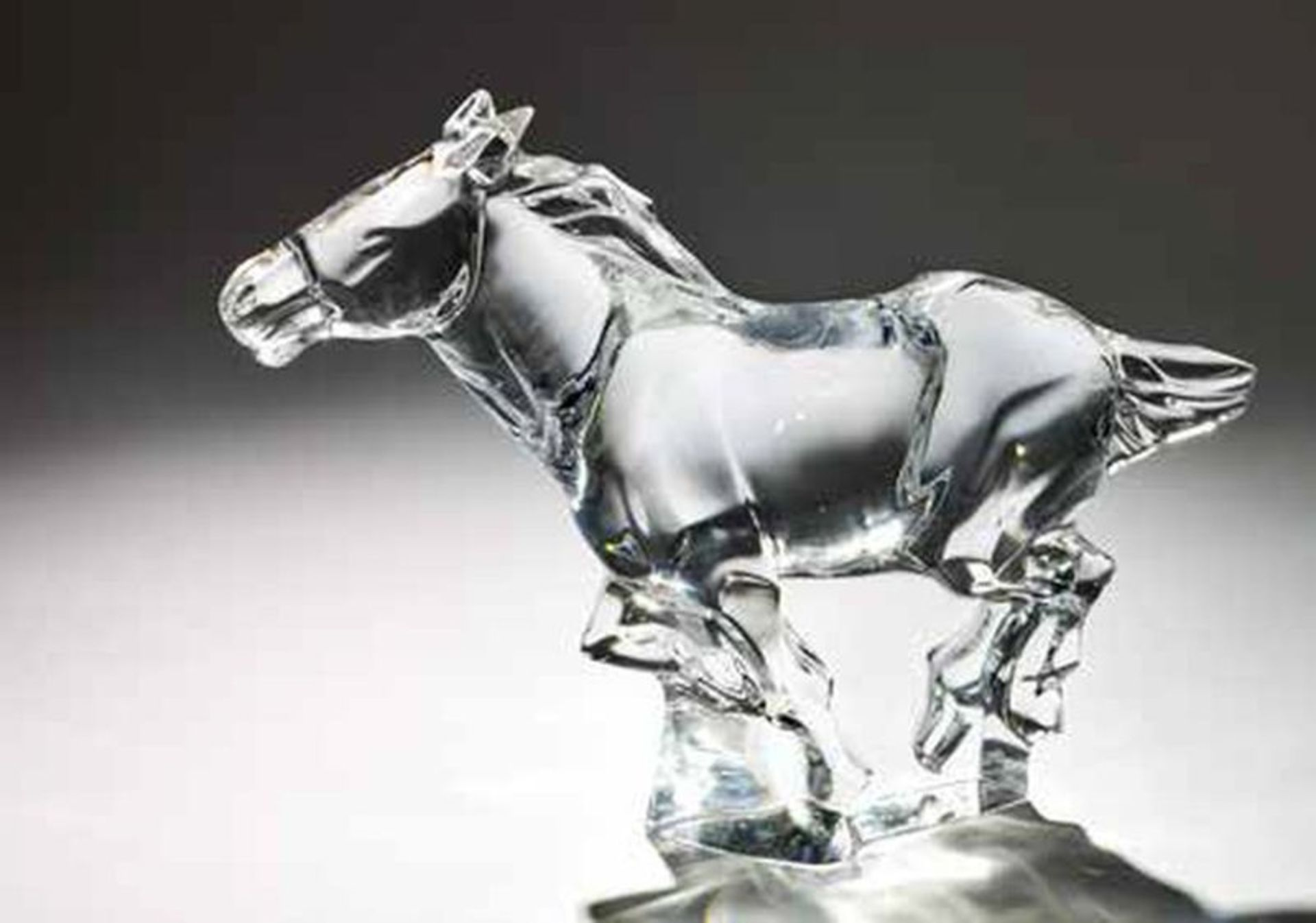 BACCARAT GALLOPING HORSE - Crystal Condition: As new, unused Dimensions: 30 x 23 cm [...]