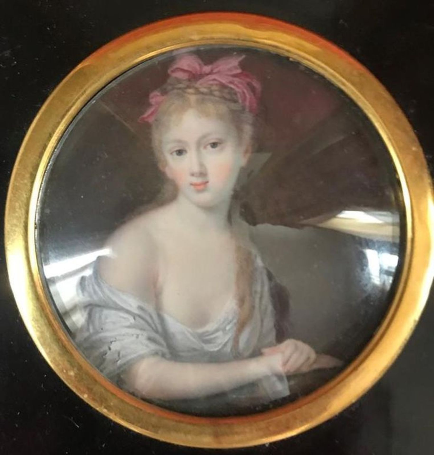 Los 584 - Portrait of a young girl Miniature, late 18th century - Gouache and watercolour on [...]