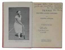 SUZANNE LENGLEN (1899-1938) - Photograph and book Photograph: 22 x 16,8 cm, on [...]