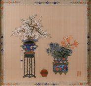 ASIATIKABONSAI IN DER PFLAUMENBLÜTE MIT LILIEN China um 1900 Seidenmalerei. Sichtmaß 37 x 38 cm.