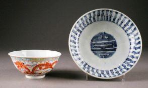 ASIATIKAZWEI KLEINE CHINESISCHE SCHALEN China, 19. Jhdt. Porzellan, unterglasurblaue Bemalung bzw.