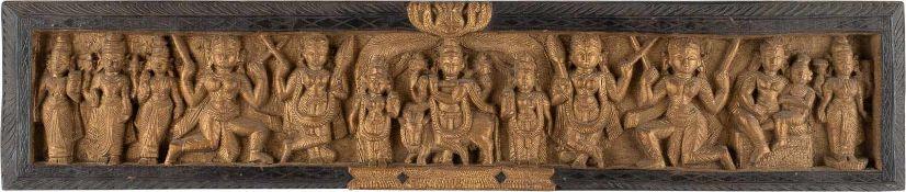 ASIATIKAWANDPANEEL MIT GOTTHEITSDARSTELLUNGEN Indien, 20. Jhdt. Holz, part. vergoldet. 20 x 92 cm.