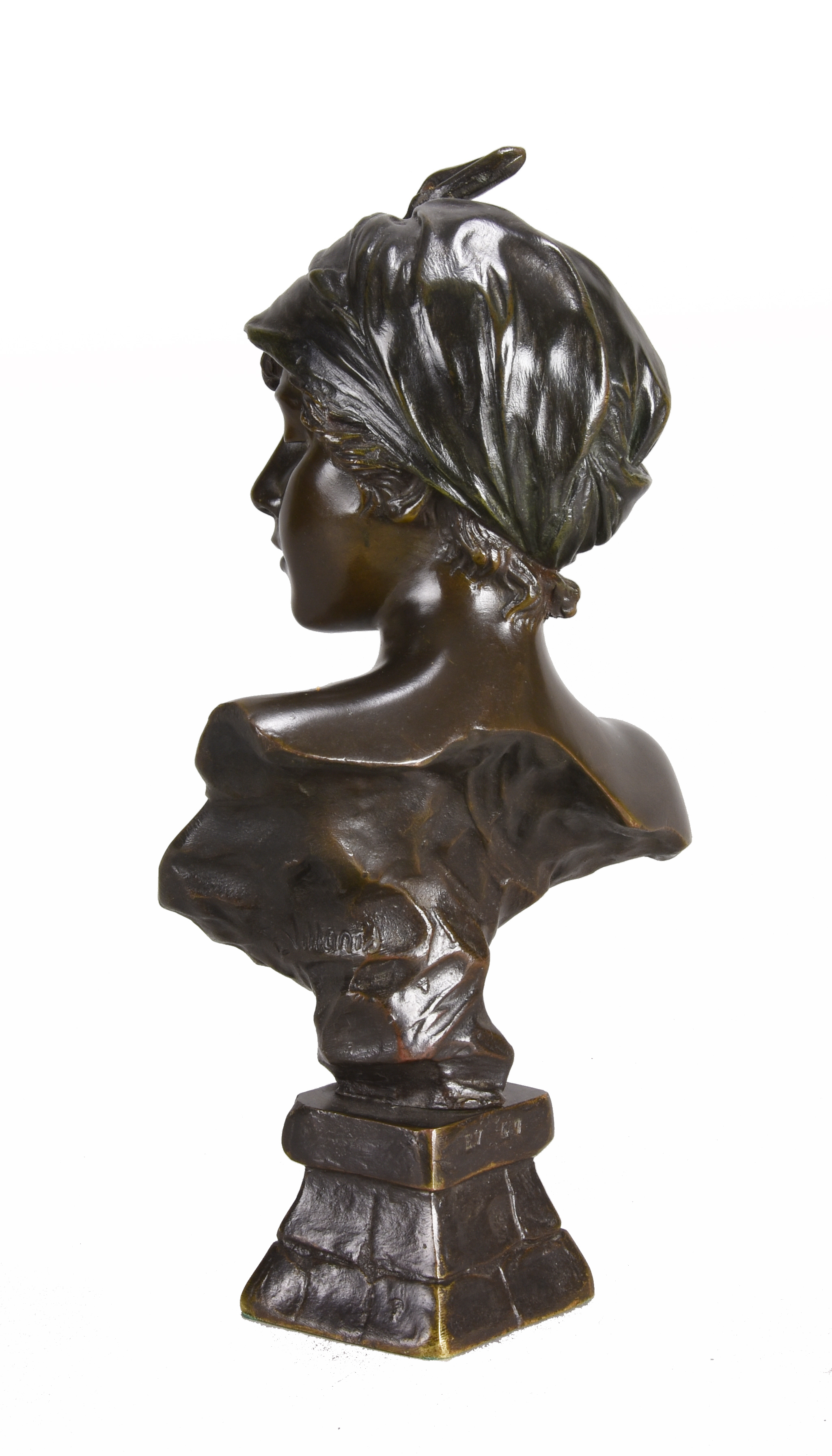 Lot 131 - Emmanuel Villanis (1858 ~ 1914) French Art Nouveau bronze bust of 'Javotte'. Signed E Villanis
