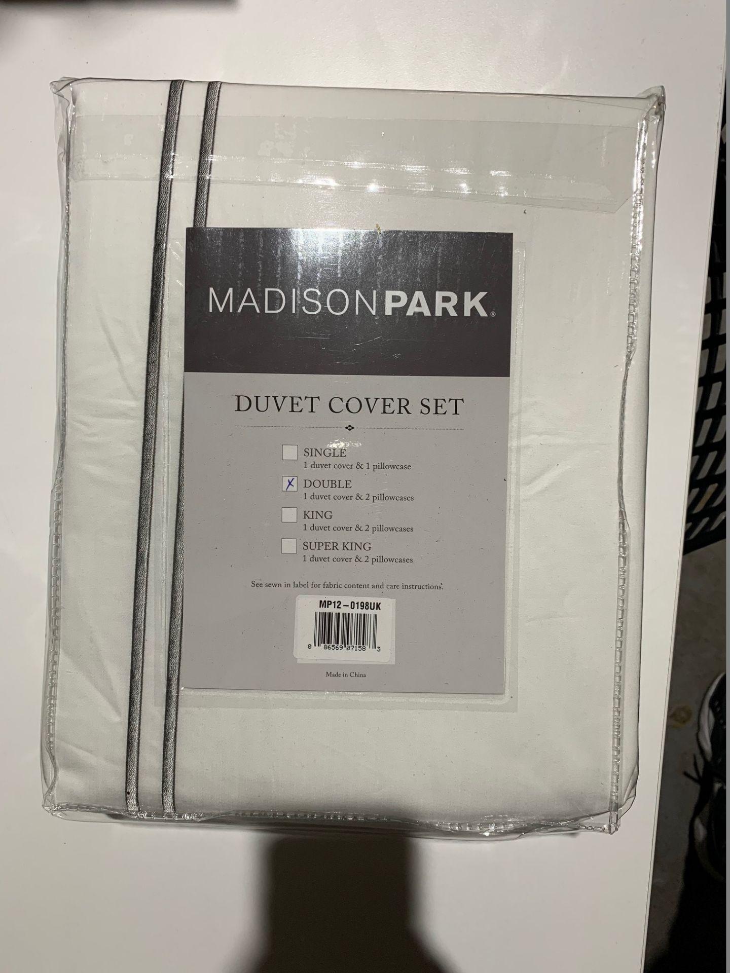Lot 148 - 1 x Madison Park Luxury Collection Double Duvet Set White - Product Code MP12-0198UK (Brand New -