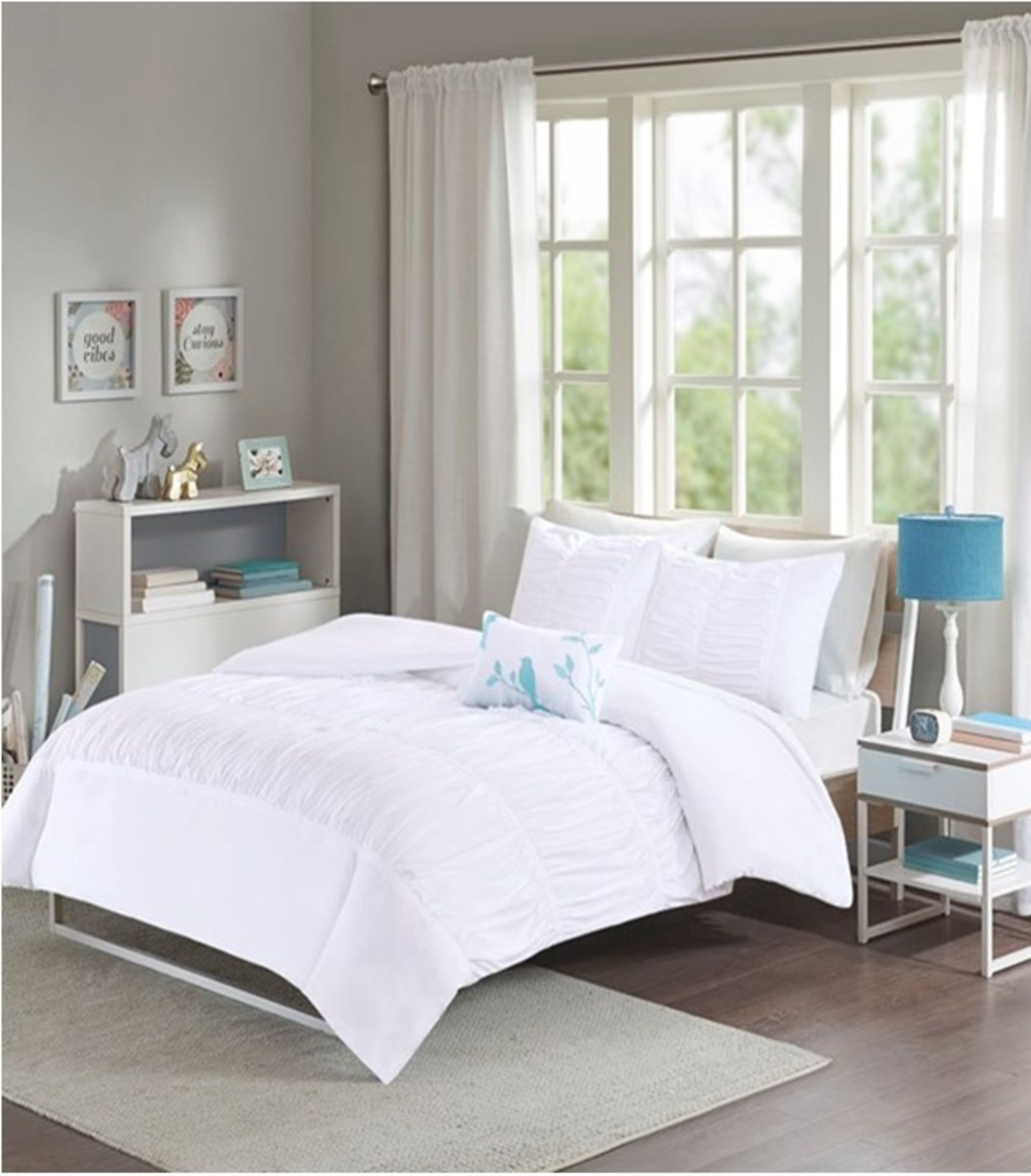 Lot 61 - 1 x Madison Park Mirimar Double Duvet Set White - Product Code MP12-0023UK (Brand New - RRP £39.99)