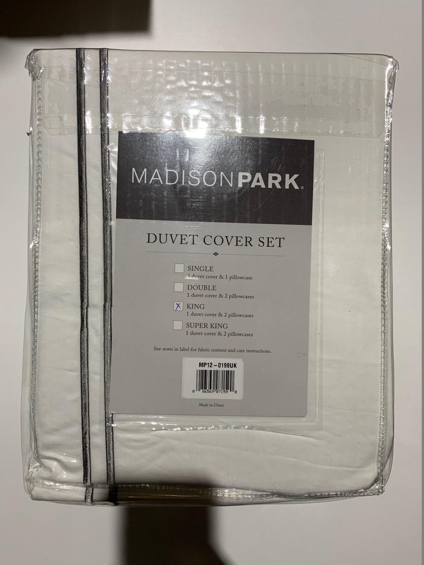 Lot 160 - 1 x Madison Park Luxury Collection King Duvet Set White - Product Code MP12-0199UK (Brand New -
