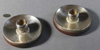 1 Paar kleine Kerzenständer Silber/Holz, H ca. 4cm, Gebrauchsspuren, 20. Jhd.