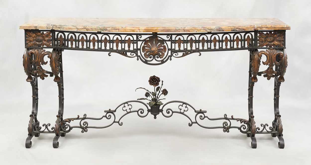 Lot 49 - De style Louis XV.Meuble: Importante et élégante console en fer forgé au motif de feuilles d'ac